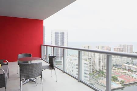 Luxury Apartment with ocean view-Beachwalk Elite