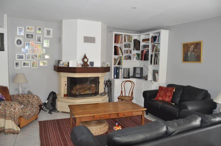 4 chambres famille 15mn lyon - Beynost - Casa