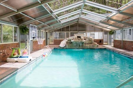 Huge 5br Home w Indoor/Outdoor Pool - Waynesville