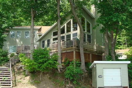 Spacious Keuka Lakefront Home - Talo