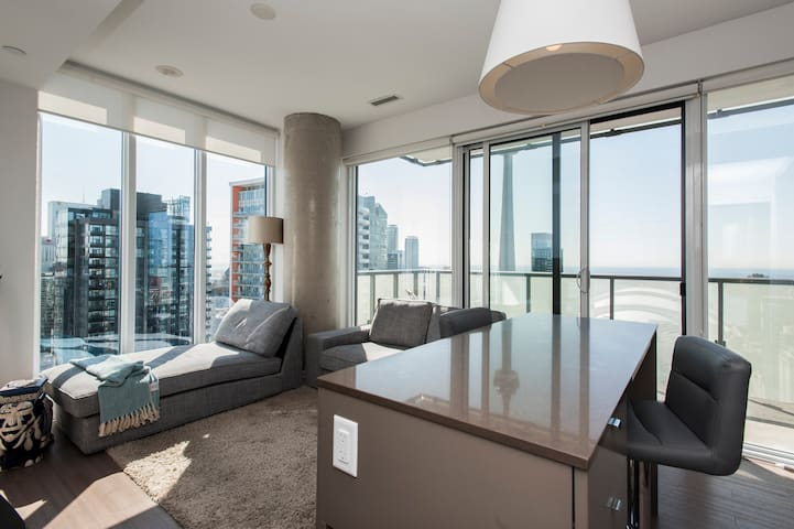 SUB PENTHOUSE MILLION $ VIEW FOR DISCERNING GUESTS