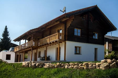 Chalet am Bach - Traum Ferienwohnug - Bad Birnbach - Lejlighed