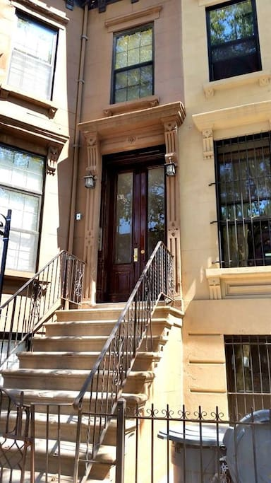 This garden unit in a recently renovated brownstone with old character and new finishing, included in the Bedford Historic District.