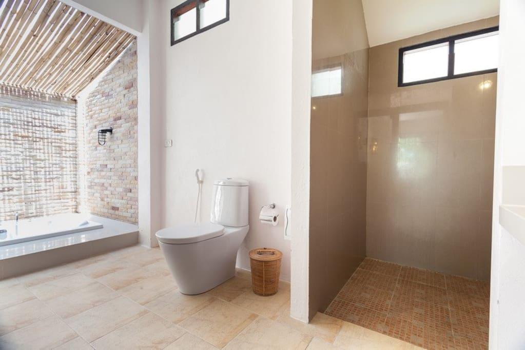 Bath room with jacuzzi