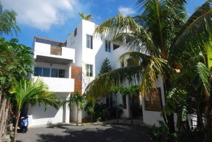 Villa Ayr Front