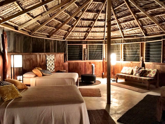 Mandela Great Hut... A Natural Vibe with comfort. - Treasure Beach - Hut
