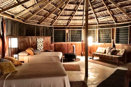 Mandela Great Hut... A Natural Vibe with comfort. - Treasure Beach - Barraca