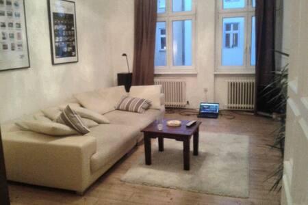 Süßes Zimmer in Berliner Altbau - ruhig z. zentral - Berlin - Apartment