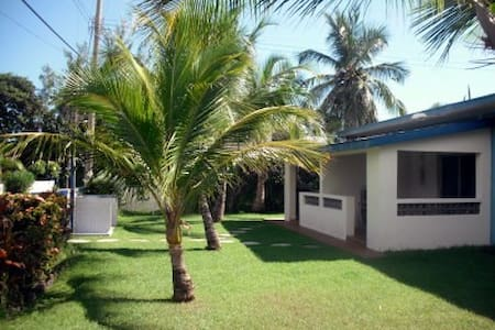Mike's Holiday Apartments, private studio 1 - Silver Sands - Departamento