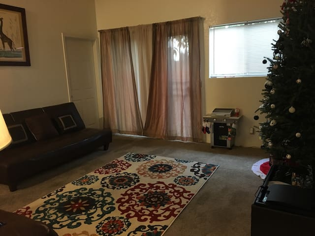 Large cozy condo in temple city! Prime location - San Gabriel - Appartement en résidence