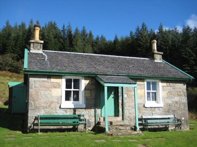 Hillview Cottage, by Tighnabruaich
