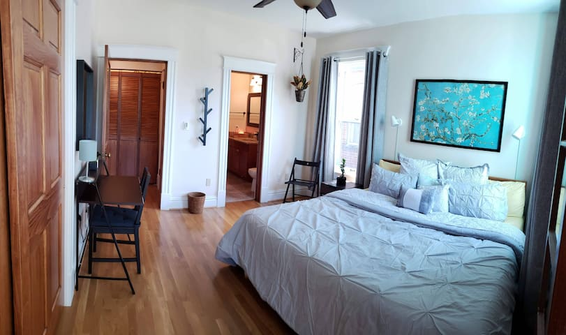 ☆Beautiful Family Suite☆ Walk to WashU & Pageant!