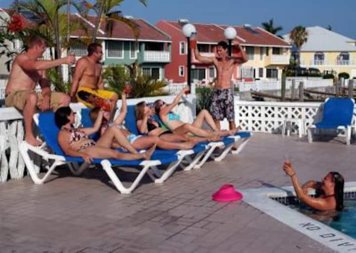 Nice Condo in Bahamas for cheap 3br