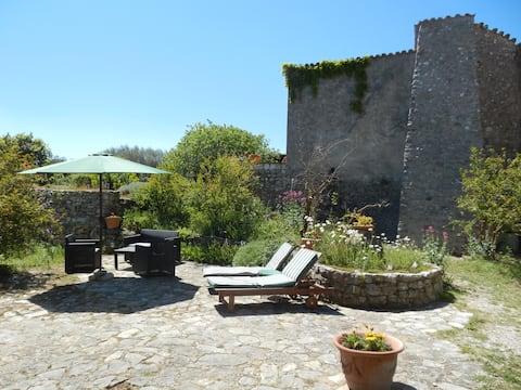 Rez de jardin ds bastide provencale
