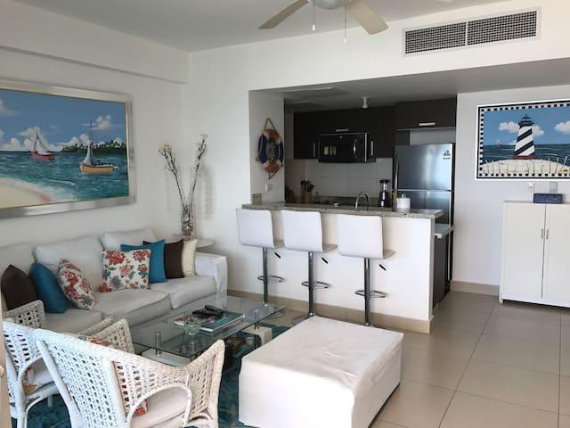 BEAUTIFUL FRONTLINE BEACH APARTMENT - Juan Dolio - Apartment