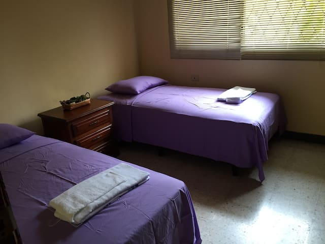 Room for Rent - Casa Los Robles---