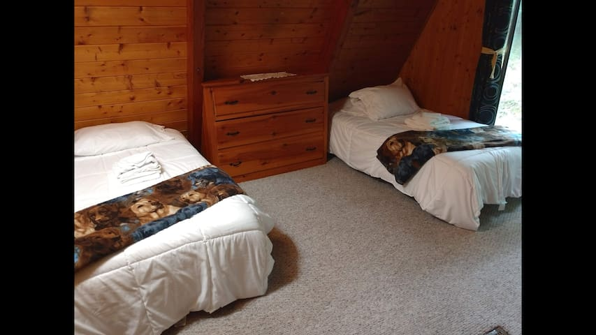 Both the 'Doggie House' and 'Horse Field' rooms are arranged like this with 2 twin beds in each. For your convenience and comfort, we provide all sheets, pillows, blankets, comforters, bath towels, and washcloths.