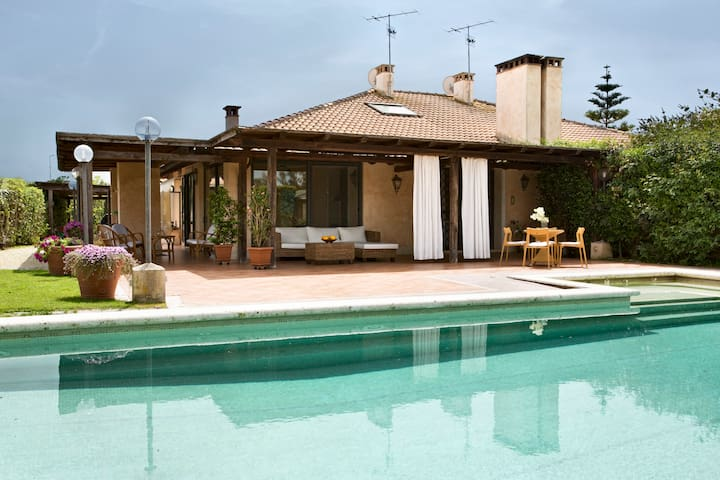 Villa Paola Sea, Golf, and Pool - close to Rome - Marina Velca - Hus