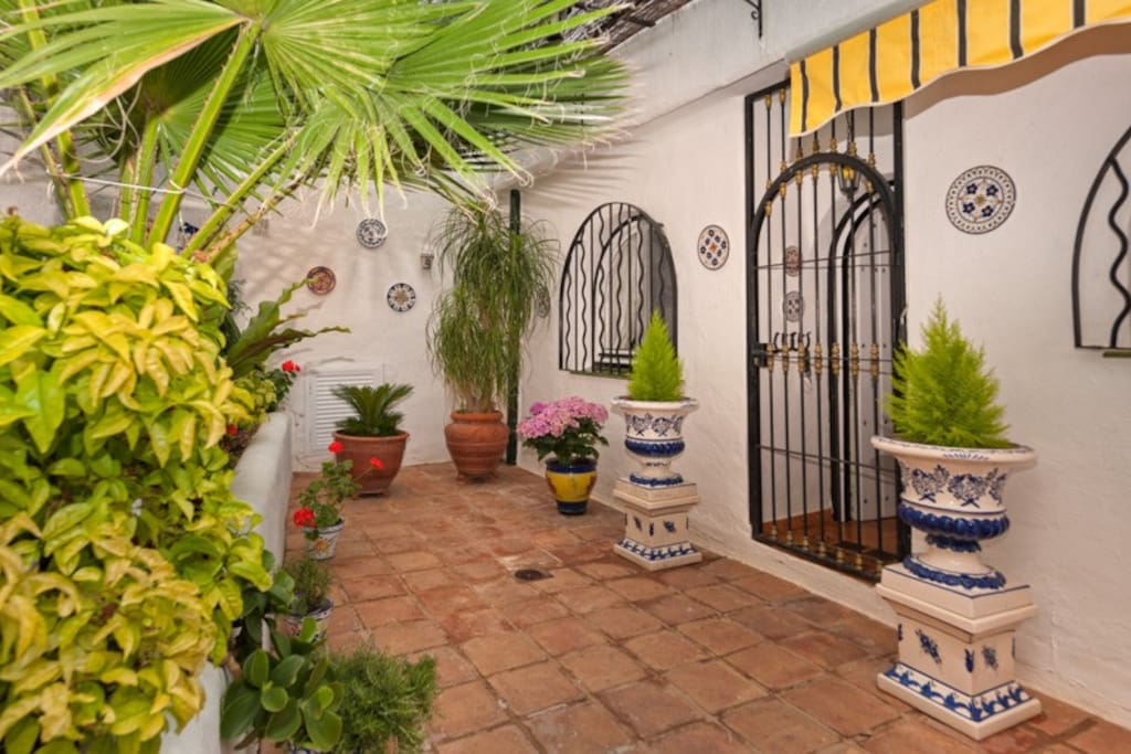 el patio with entrance to the house