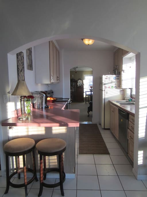 Full Kitchen & breakfast bar for you to create an amazing meal.