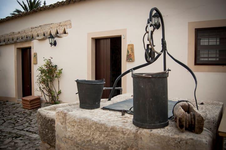 Confortevole casa fra le campagne Ragusane - Chiaramonte Gulfi - Jiné