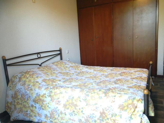 The queen bed of the 1st bedroom