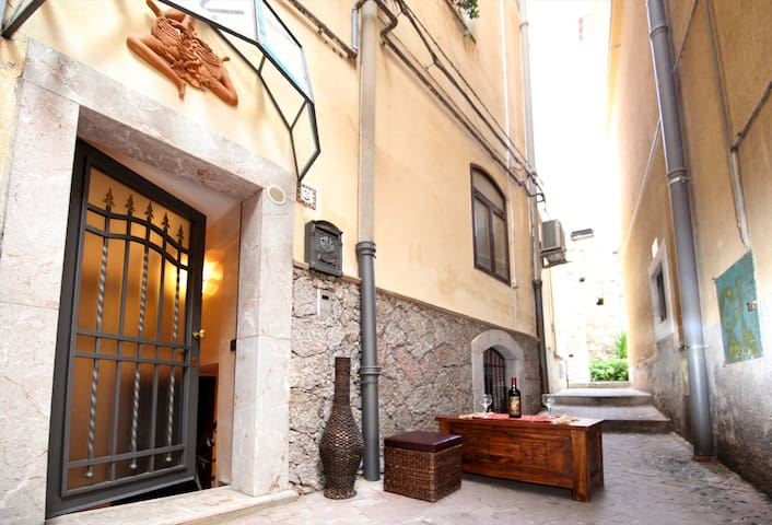 Corso Umberto B&Wine Home - Taormina - Casa