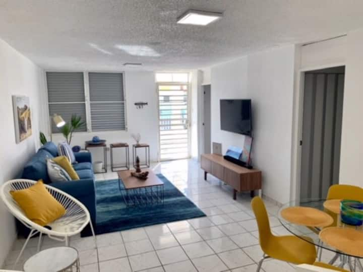 Uva de Playa! Walk to the Beach Modern & Cozy Apt