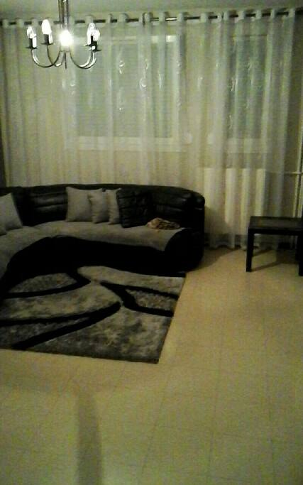 Room 2 / chambre 2