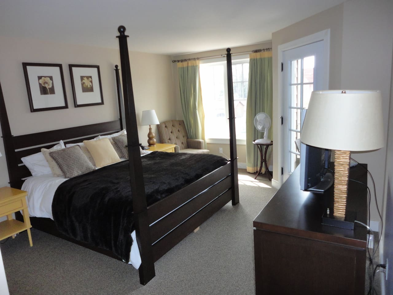 Master Bedroom with King Sized Bed & Ensuite Bathroom