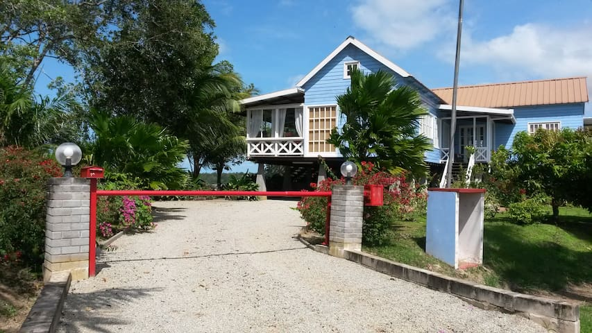 De entree van onze villa