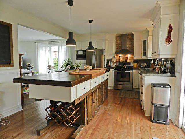 Magnifique cottage à Chambly - シャンブリー - 一軒家