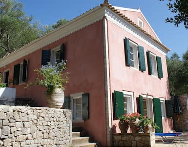 Romantic villa,huge garden,sea view, olive trees - Lakka - Villa