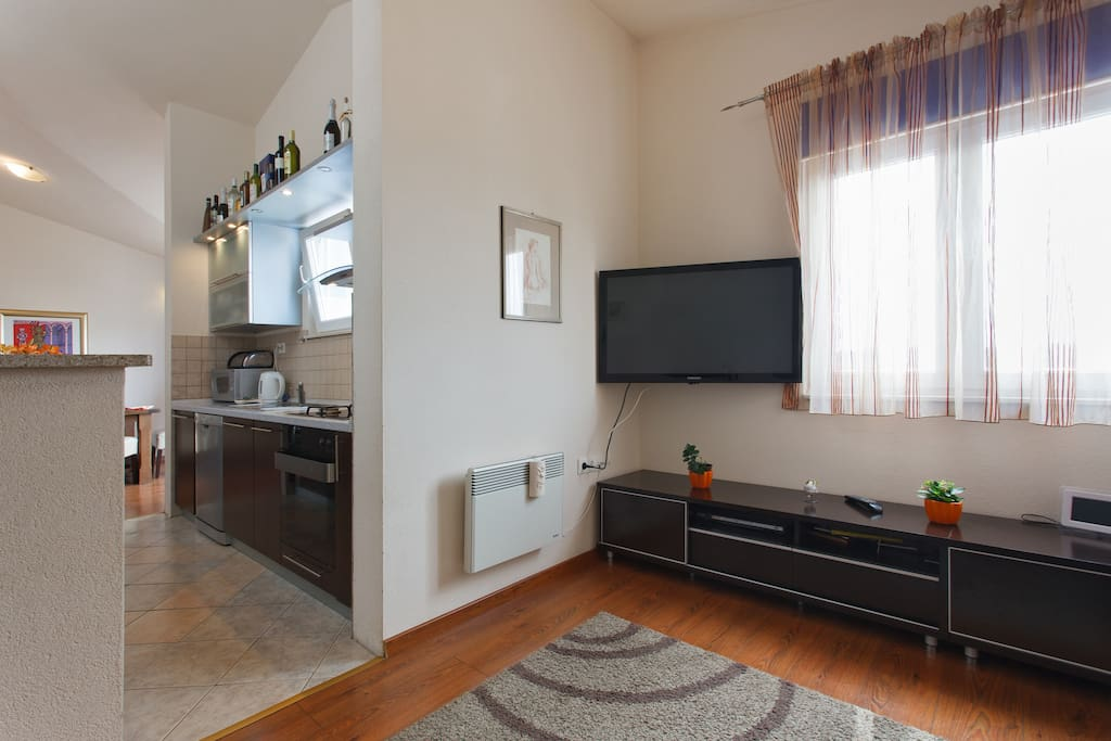 Daily room + large modern fully equipped kitchen