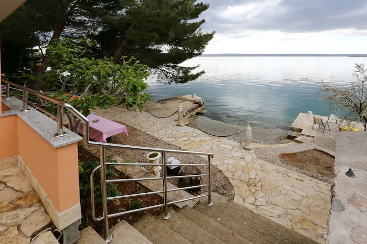 SEA VIEW AND PRIVATE BEACH - Starigrad