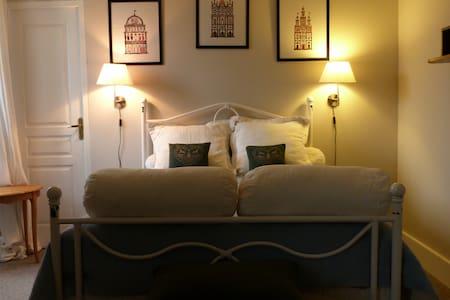 Chambre confortable proche Vichy - Charmes - House