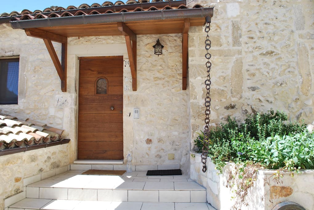 Main entrance stone house [ingresso casa in pietra]