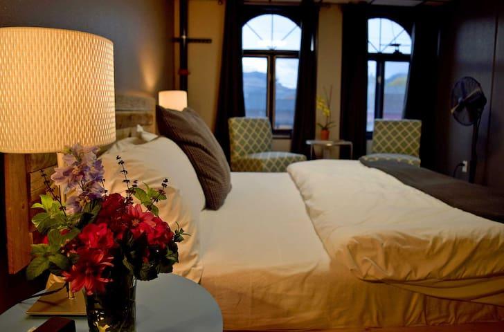 Modern 2BR Downtown Luxury Loft - Cody - Loft