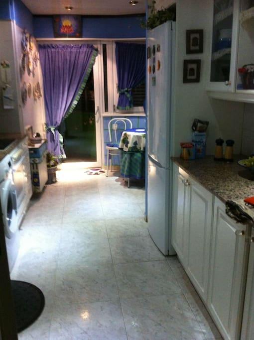 cocina moderna y muy ordenada