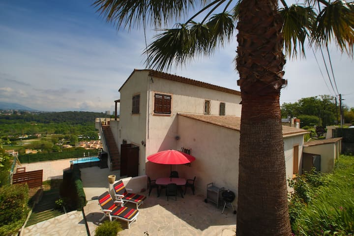 Cute Villa on the French Riviera ! - Villeneuve-Loubet - House