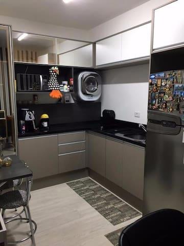 Studio completo no centro em frente a Shopping - Curitiba - Apartament