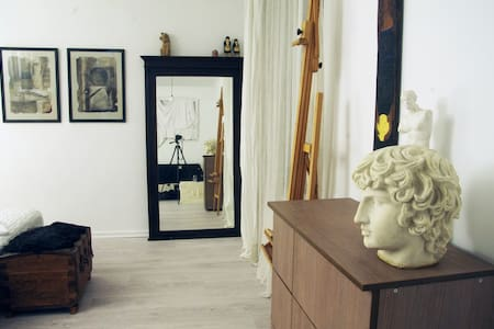 Stylish, quiet artist's apartment near the center