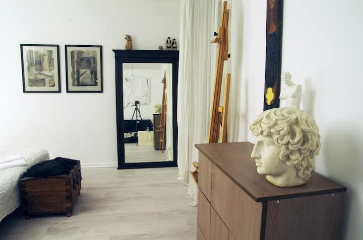 Stylish, quiet artist's apartment near the center