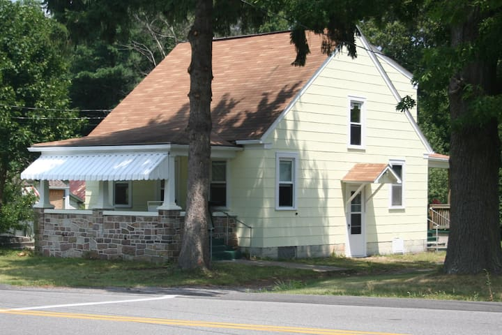 Cute Cottage House in Pleasant Gap - Close to PSU