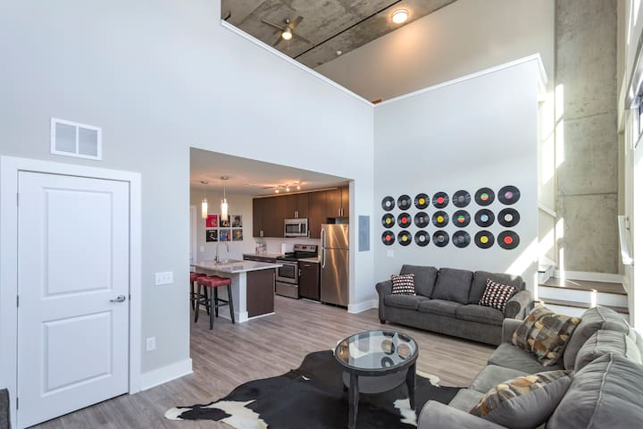 DOWNTOWN two story modern loft!! Free parking! - Nashville - Pis