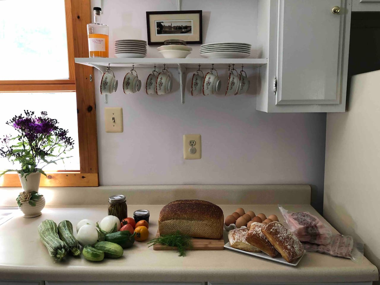 Come stay at Lost Croft Cabin and cook delicious farm meals in the open-plan kitchen with the #pantrypackage food option.