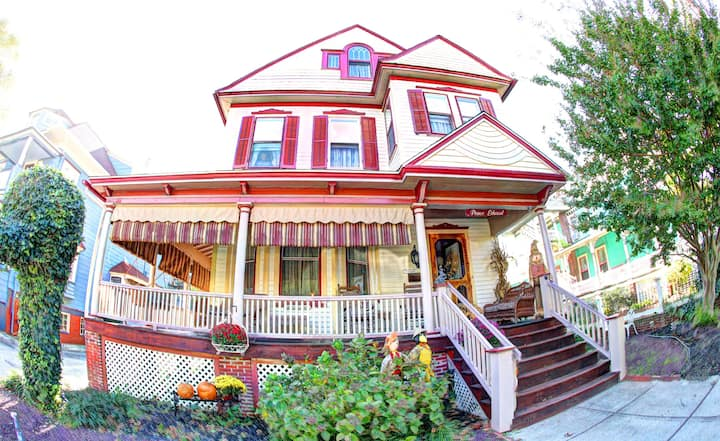 1 or 2 Bedroom Suite in Heart of Cape May