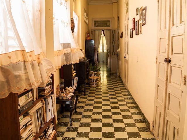 In our colonial house the floors are original. This is the interior corridor of the house./ En nuestra casa colonial los pisos son originales. Este es el pasillo interior de la casa.