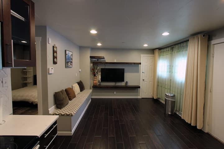 Duplex  Unit w/ 2 Bedrooms 4+ Adults (Lic #443267)