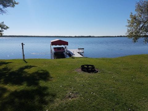 Beautiful Year Round home on Rush Lake